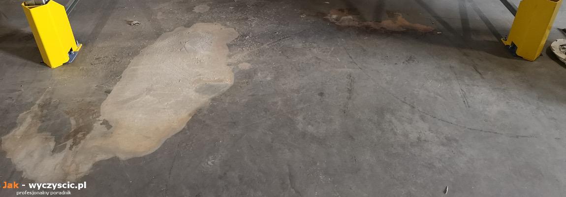 Posadzka betonowa uszkodzona kwasem akumulatorowym